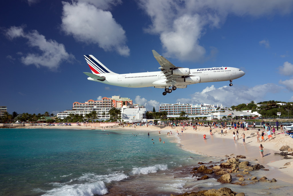 Air France landing at SXM Juliana over Maho Beach